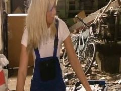Die Blondine vom Rad gebumst